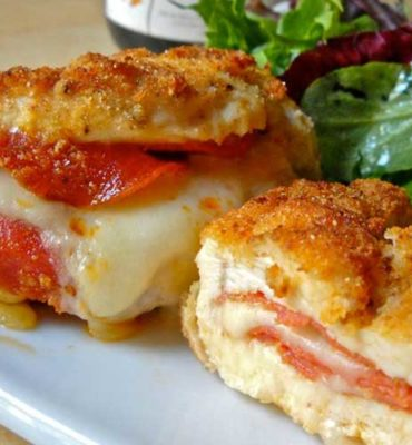 Pizza Stuffed Chicken Breasts | If you love pizza, these pizza stuffed chicken breasts are going to knock your socks off!!! #chickenrecipe