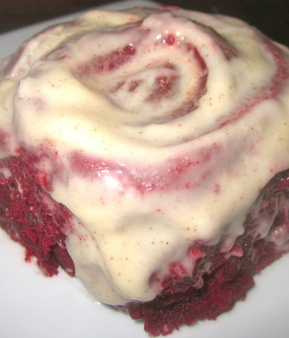 Red Hot Velvet Cinnamon Rolls with Cinnamon-Cream Cheese Frosting - Here's an early Valentine's Day for all you lovers out there… Red Hot Velvet Cinnamon Rolls with Cinnamon-Cream Cheese Frosting!! #redvelvet #cinnamonrolls #creamcheese #creamcheesefrosting