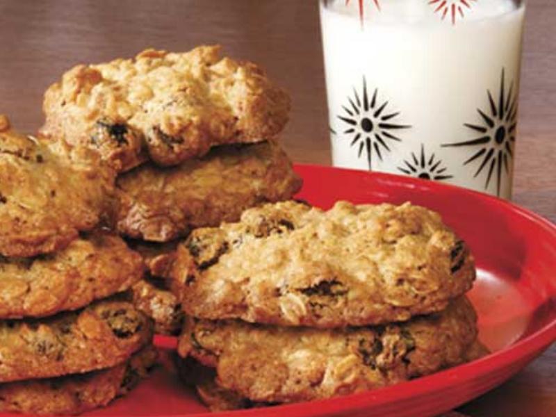Big and Chewy Oatmeal Raisin Cookies