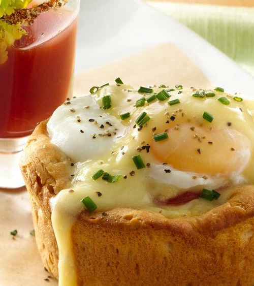Making classic eggs benedict for a crowd can be cumbersome but eggs benedict biscuit cups can be made for a group without a problem.