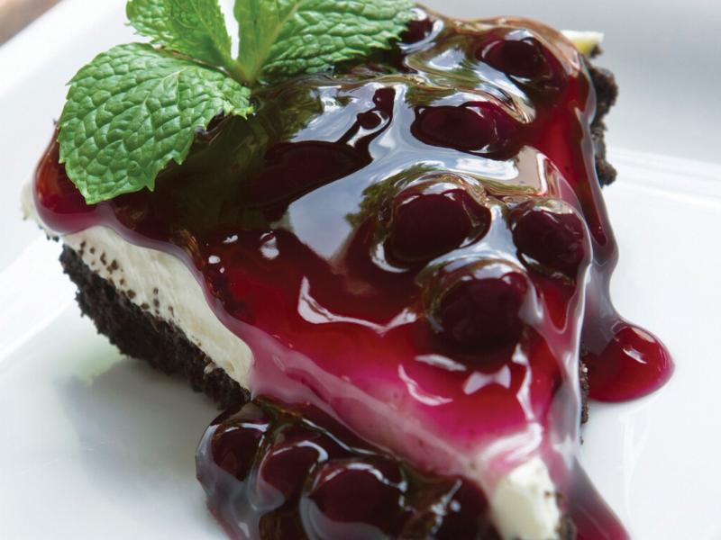 Blueberry Chocolate Crust Cheesecake Pie