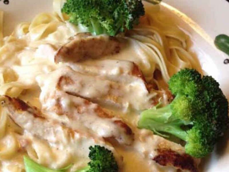 Skinny Version of Olive Garden's Chicken and Broccoli Alfredo